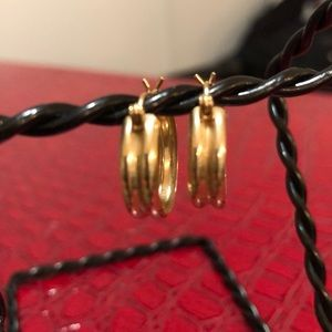 Jewelry - 10kt gold hoops✨